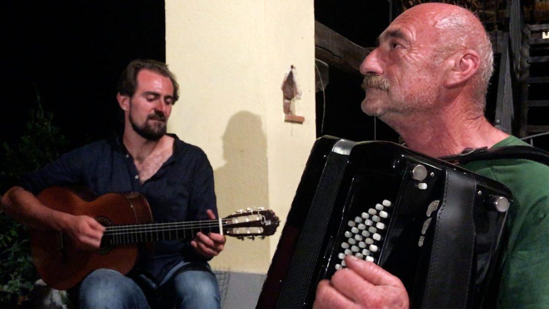 Nella foto e nel video, alla chitarraAndrea Pace,alla fisarmonica Michele Baracco.