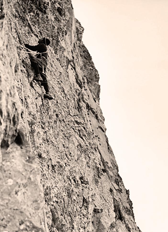 Carlo Aureli durante il tentativo-ricognizione allo Scarason del 1956 in una foto scattata dal compagno di cordata Elio Mastroianni (immagine tratta dal volume Scarason)